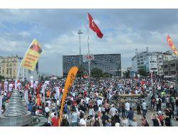 Taksime Öcalan Posterleriyle Geldiler