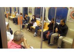 Metro Yolcularına Biber Gazı İşkencesi