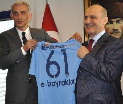 Bayraktar Trabzonsporun Yeni Yönetimine Başarılar Diledi