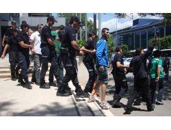 Bursadaki Eylemlerde Kamu Malına Zarar Veren 52 Kişi Adliyeye Sevk Edildi