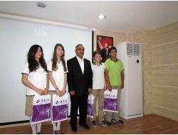 Özel Nilüfer Safvet Koleji Yönetim Kurulu Başarılı Öğrencilerini Ödüllendirdi