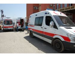 Tatvan'da Ambulans Ve Traktör Çarpıştı: 5 Yaralı
