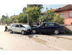 Akyazıda Trafik Kazası: 2 Yaralı