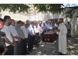 Azerbaycanda Bıçaklı Saldırıya Uğrayan Türk İş Adamı Hayatını Kaybetti