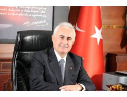 Vali Şahinden Trabzonspor Kulübü Başkanı Hacıosmanoğluna Kutlama