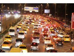 Başbakanı Karşılamaya Gelenler Uzun Araç Kuyruğu Oluşturdu