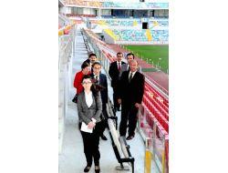 İnsan Hakları İnceleme Komisyonu Üyeleri Kadir Has Stadını Gezdi