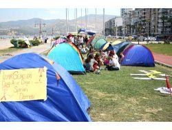İzmirde Tansiyon Düştü, Eylemciler Kurdukları Çadırda Kalıyor