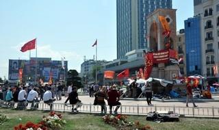 Taksim'de Hayat Normale Dönmeye Başladı