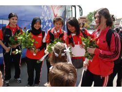 Türkçenin Çocukları, Kocaelinde Güllerle Karşılandı