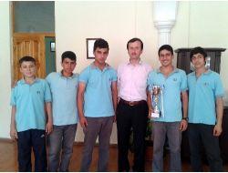 Özel Dicle Fen Ve Anadolu Lisesi Badmintonda Birinci Oldu