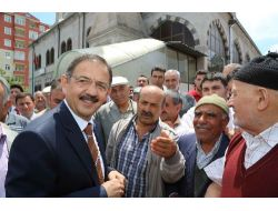 Başkan Özhaseki, Her Cuma Namazı Sonrası Vatandaşları Dinliyor