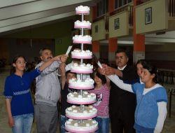 Yatılı Bölge Okulunda Okuyan Öğrencilere Doğum Günü Kutlaması