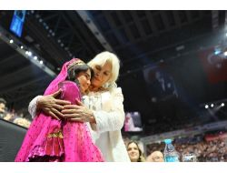 Final Gecesinde Ajda Pekkan, Azerbaycanlı Aytene Sarıldı