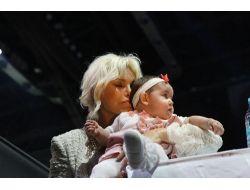 Juri Üyeleri Final Gecesinde Bebek Sevdi