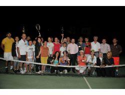 Tenis Kursunu Bitirenler Şampiyonluk İçin Yarıştı