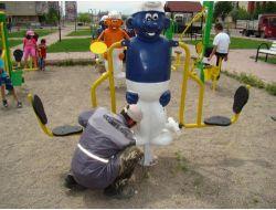 Belediyenin Karne Hediyesi Parklara Oyun Grupları Oldu