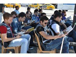 Gezi Nöbetindeki Polise Kitap Terapisi