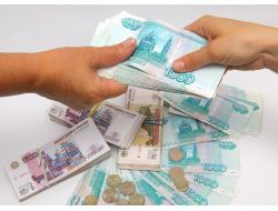 Rusya'da Ruble Zayıflıyor, Hızlı Devalüasyon Endişesi Yok
