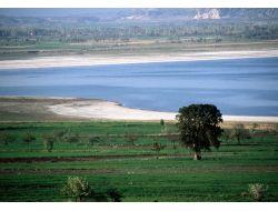 Burdur Gölü, Derelerden Beslenirse Kurumaktan Kurtulur