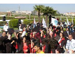 Uludağ Üniversitesi Meslek Yüksekokulu'nda Mezuniyet Sevinci