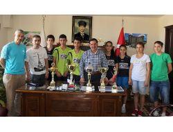 Masa Tenisi Takımları Başarılarını Başkan Zenbilci İle Paylaştı