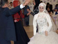 Çadır Kentte Tanışan Çift, Elbistanda Evlendi