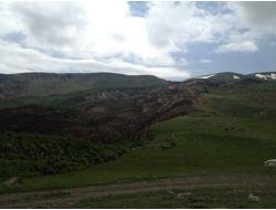 Hınısta Toprak Kayması Nedeniyle Bir Köy Tamamen Boşaltıldı