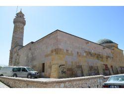 780 Yıllık Tarihi Caminin Duvarlarına Yazı Yazılmasına Vatandaşlar Tepkili
