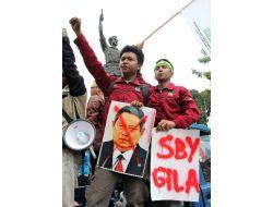 Endonezyada Sübvanse Benzine Zam Yapıldı