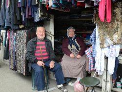 Yaşlı Karı Kocanın Hayat Mücadelesi, Gençlere Örnek Oluyor