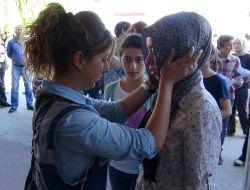 Öğrenciler Sınava Girdi Aileler Dua Etti