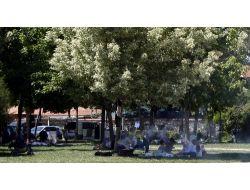 Sıcaktan Bunalan Bursalılar Parklara Akın Etti