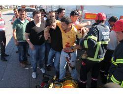 Tır'a Arkadan Çarpan Kamyonetteki 3 Kişi Yaralandı