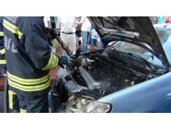 Hareket Halindeki Otomobilin Motor Kısmı Yandı