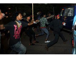 Endonezyada İndirimli Benzine Zam Gösterileri Dinmiyor