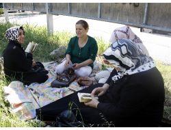Çocuklar Sınava Girdi, Anneler Dua Etti!