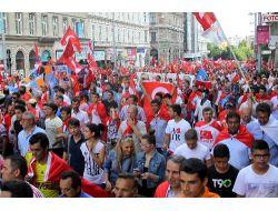 Viyana'da 20 Bini Aşkın Kişi Erdoğan'a Destek İçin Yürüdü