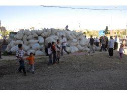 Saman Yüklü Kamyon Devrildi: 6 Kişi Yaralandı