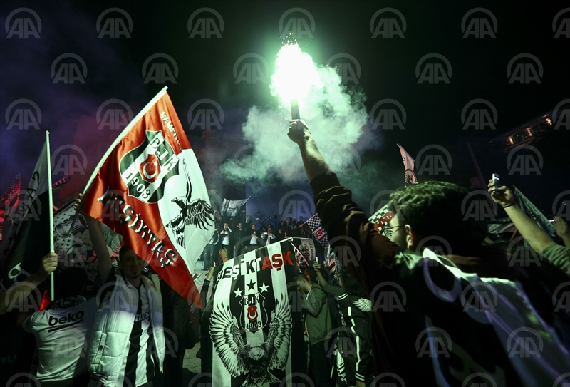 Beşiktaş şampiyonluğunu kutluyor...