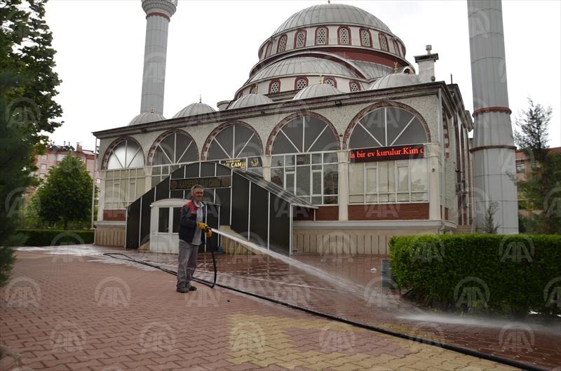 Konyadaki camilerde ramazan temizliği