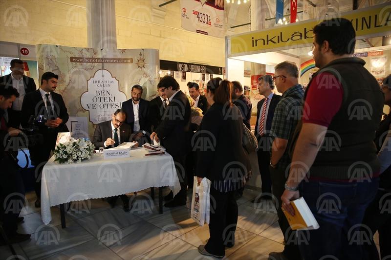 Cumhurbaşkanlığı Sözcüsü Kalın kitabını imzaladı