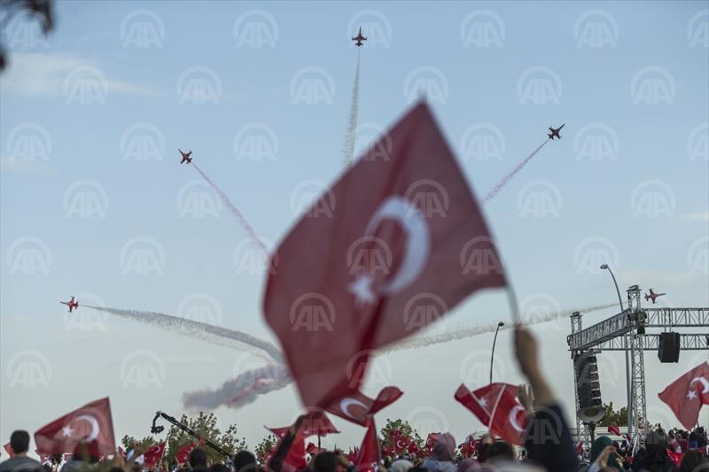 Türk Yıldızları 25. Yıl Gösterisi ile nefes kesti