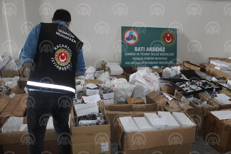 Antalyada gümrük kaçağı güneş gözlüğü ele geçirildi