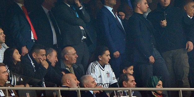 Başbakan Binali Yıldırım derbi maçı izledi!