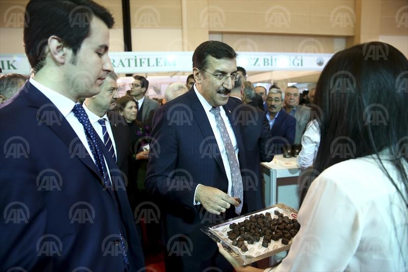 Gümrük Bakanı Tüfenkci fuara katıldı