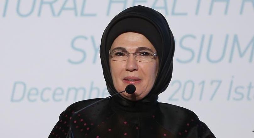 Emine Erdoğan'dan Fransız First Lady'e davet!