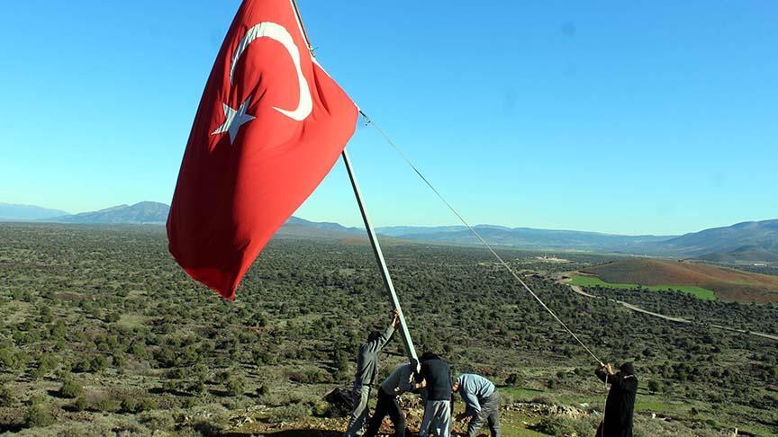Sınır hattındaki mahallelinin bayrak duyarlılığı