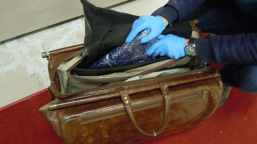 Uçağa uyuşturucuyla binmek isteyen İranlı tutuklandı!