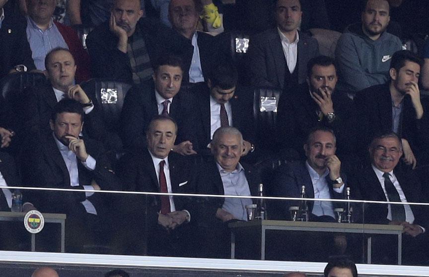 Başbakan Yıldırım derbi maçta!